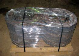 Просверленные металлоизделия в упаковке для перевозки